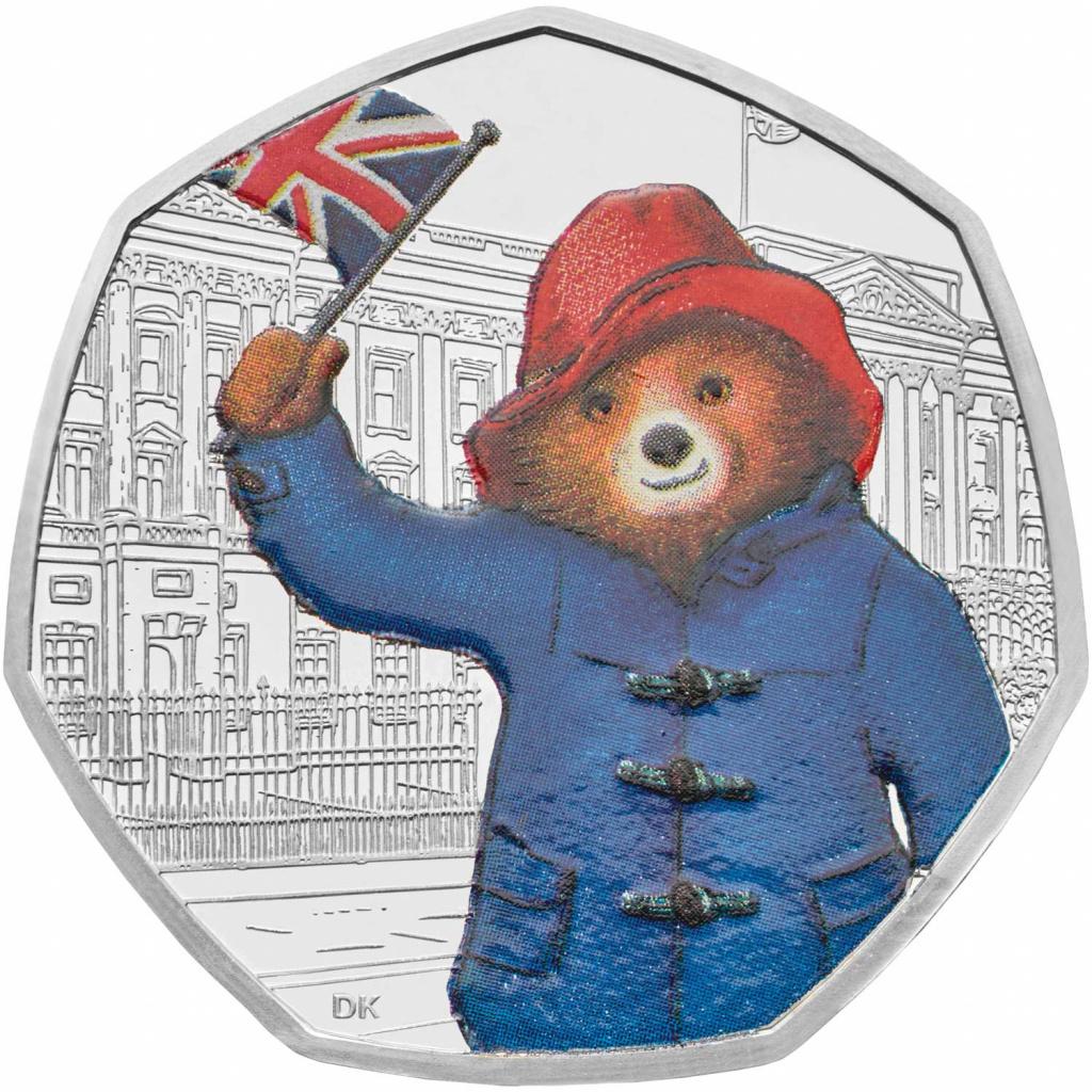 Медвежонок Паддингтон у Букингемского дворца
