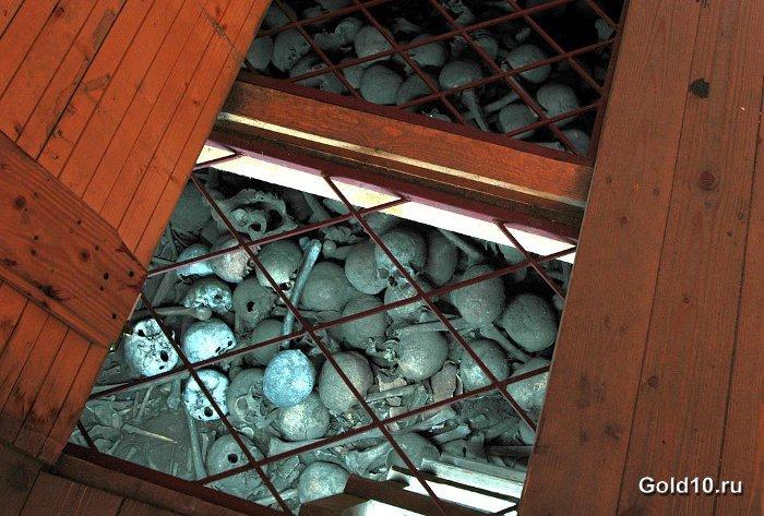 Часовня черепов (фото - en.wikipedia.org)
